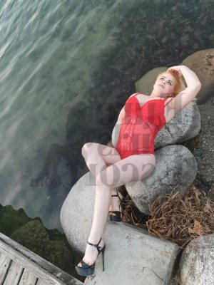 Godelaine escort girl & nuru massage