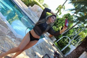 Lemya erotic massage in Woodland & call girl