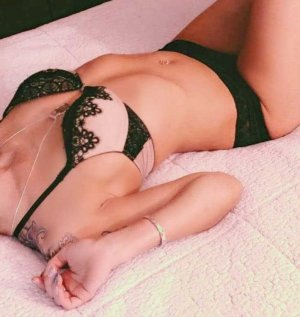 Adelisa tranny escort girl in Glendale CA & nuru massage